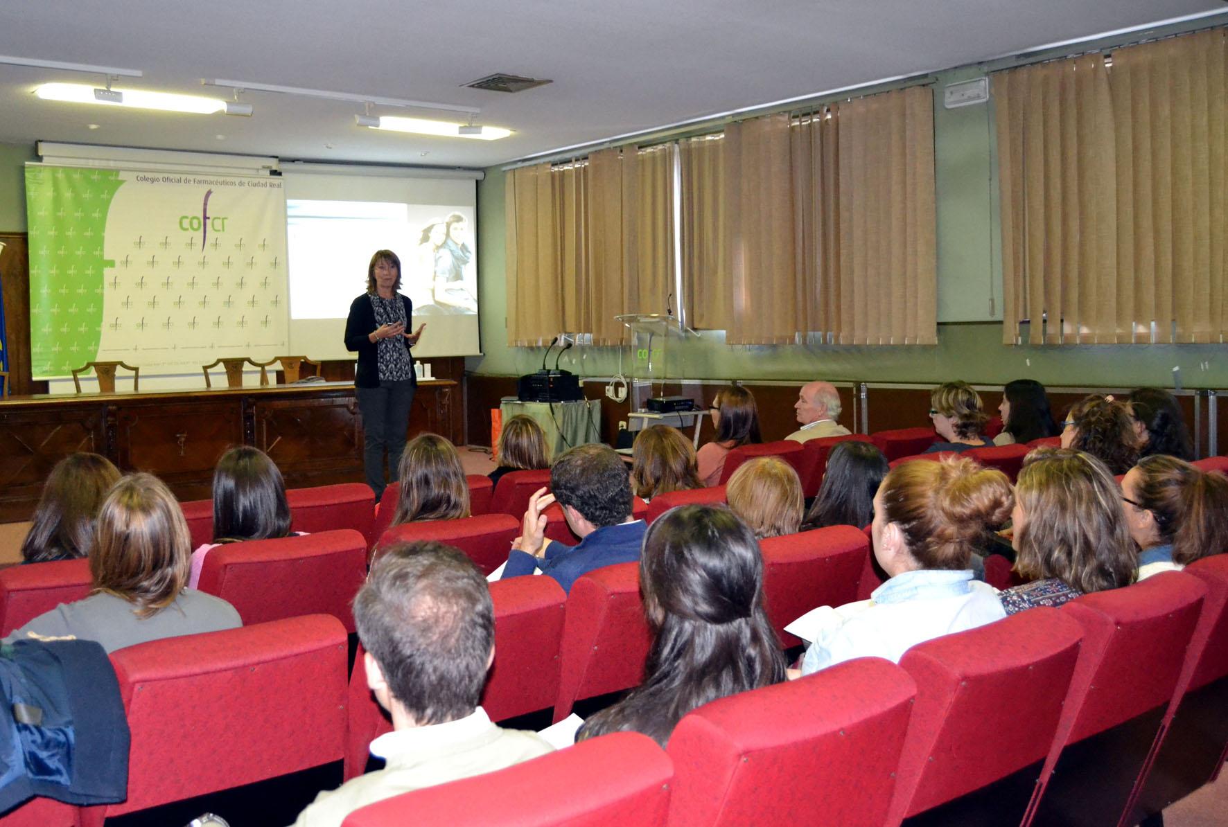 El Colegio de Farmacéuticos de Ciudad Real ofreció una charla sobre las novedades en el tratamiento del acné
