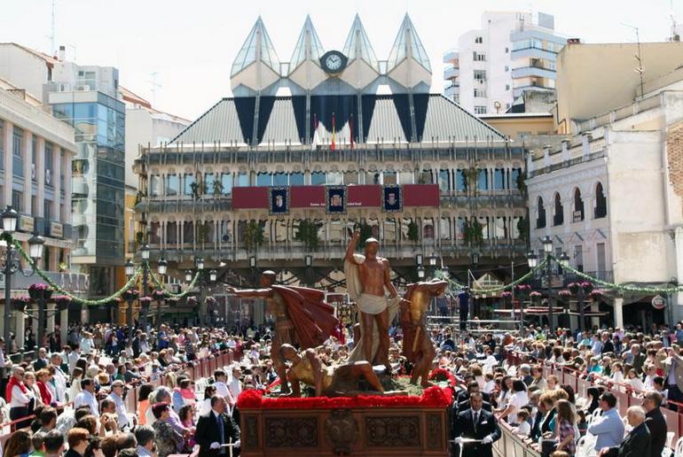 La alcaldesa felicita a las 24 hermandades y al público por contribuir a la grandiosidad de la Semana Santa de Ciudad Real