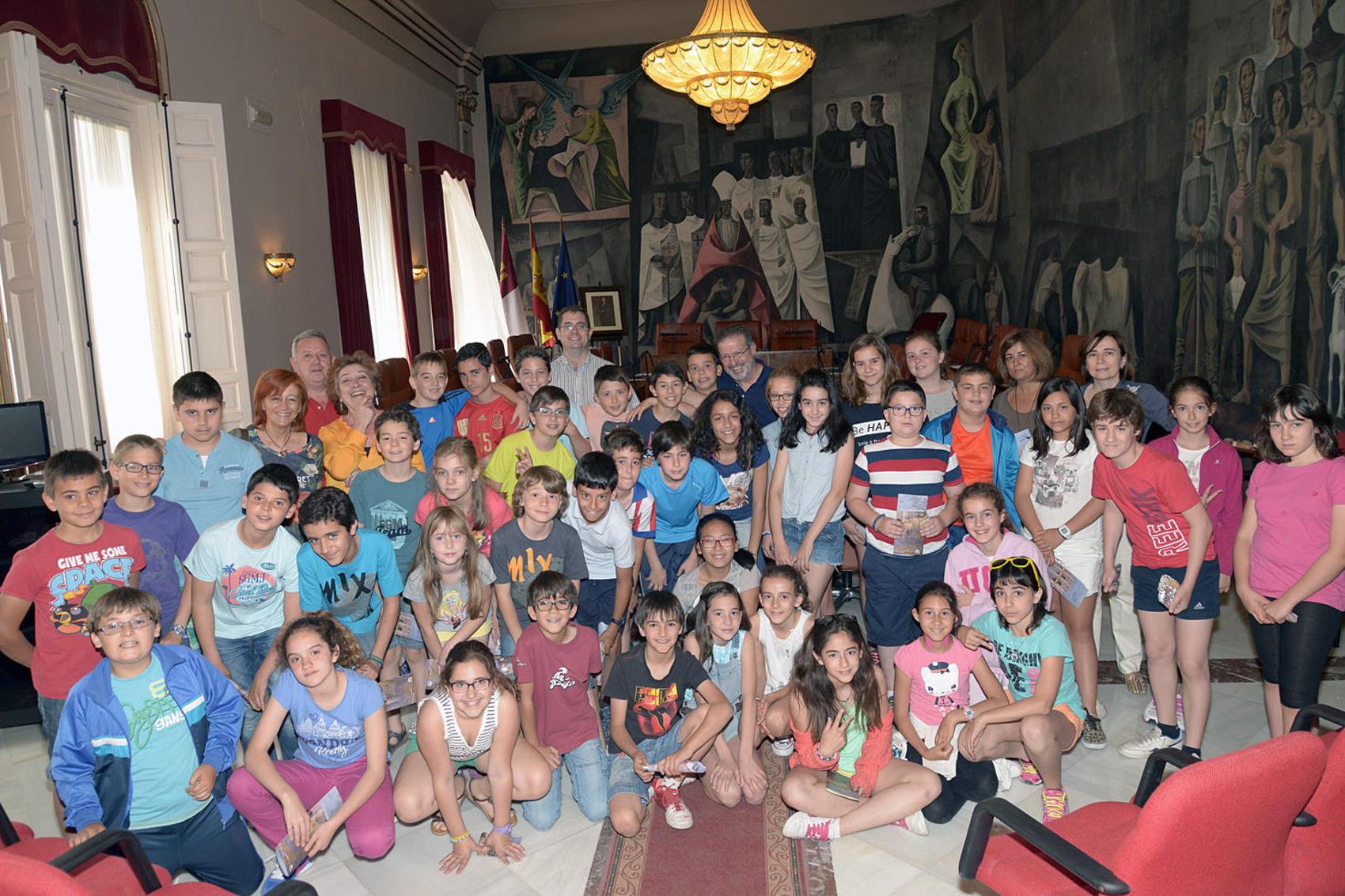 De Lara recibe a los alumnos del Colegio Ángel Andrade en su visita a la Diputación de Ciudad Real