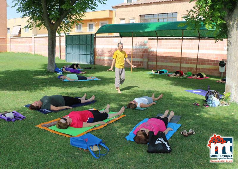 Iniciados los cursos de Yoga en Verano y Psicomotricidad Infantil en la Piscina Municipal
