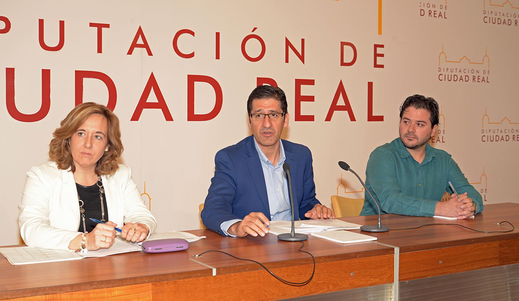 La Diputación duplica las ayudas a libros y material con una partida de 1.014.000 euros