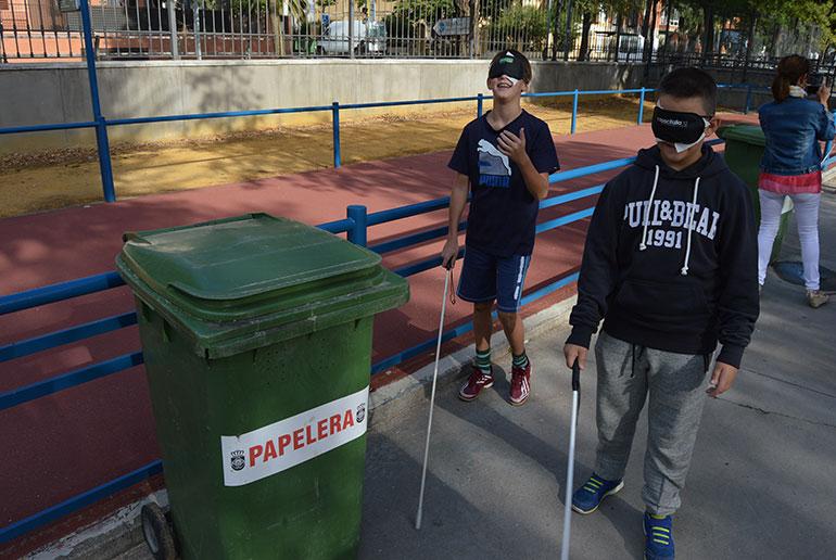 La ONCE organiza un circuito de accesibilidad Para escolares en el Parque de Gasset
