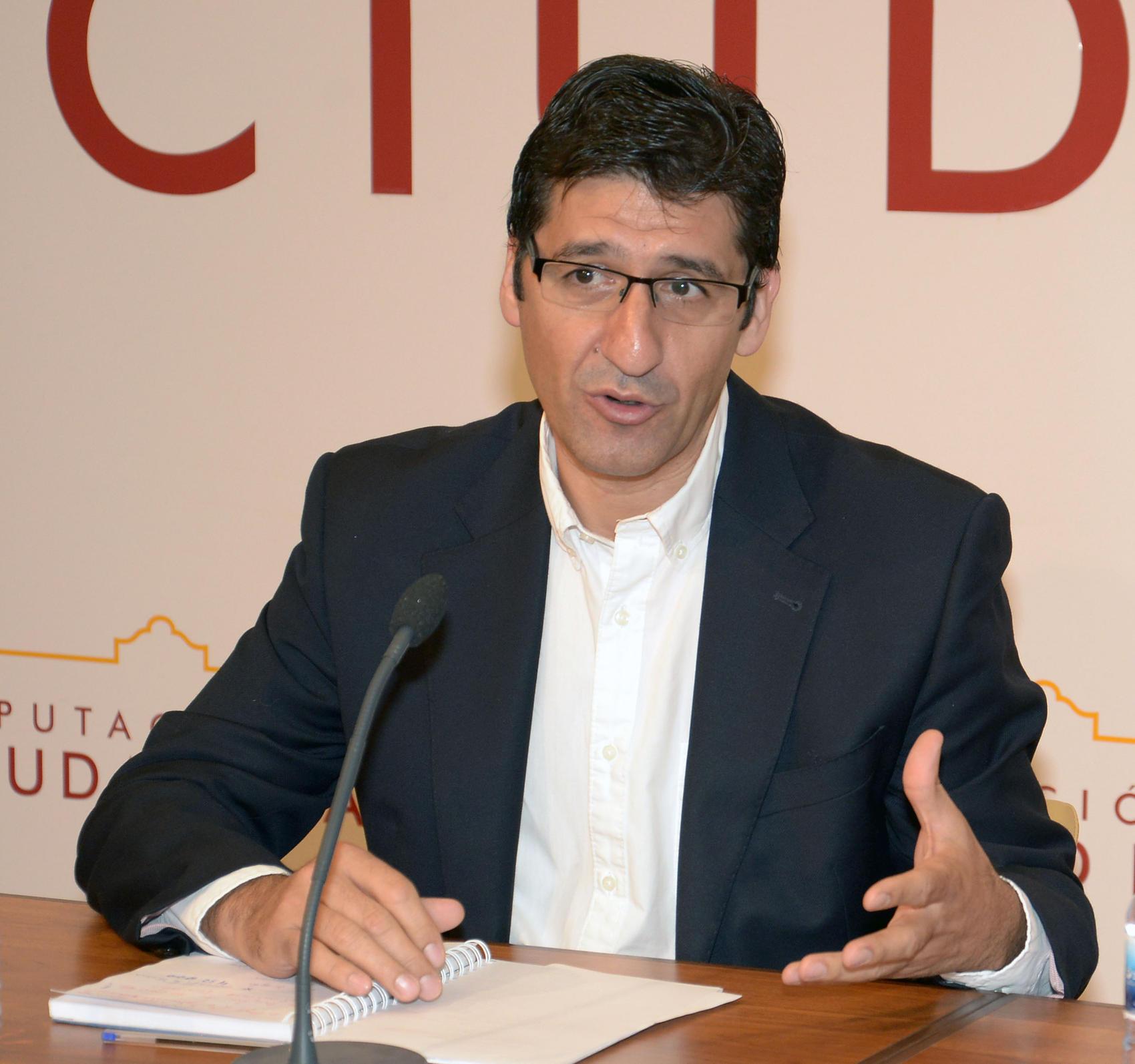 Caballero anuncia una partida para ayudar a los Ayuntamientos que acojan a refugiados