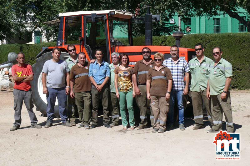 El ayuntamiento adquiere un nuevo tractor para el rea de for Vivero municipal