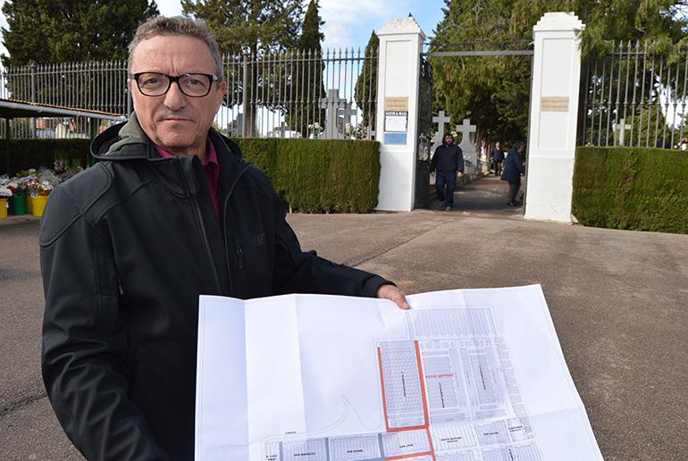 El Ayuntamiento asfalta tres patios completos del Cementerio Municipal