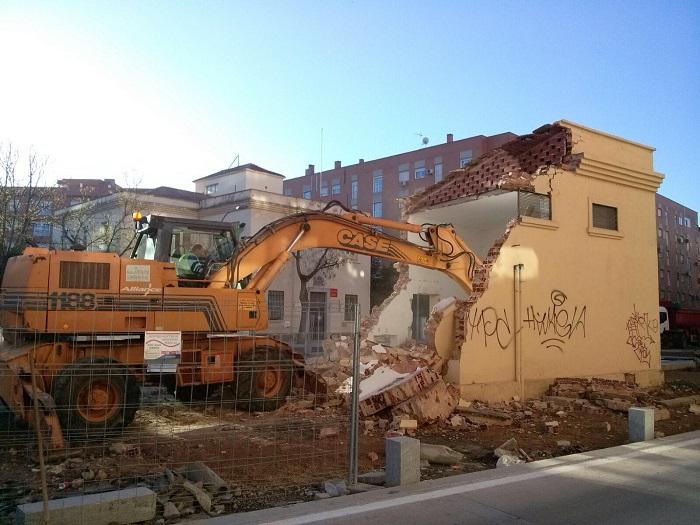 Derruido el transformador de la plaza que permitirá el paseo peatonal a la Puerta de Toledo