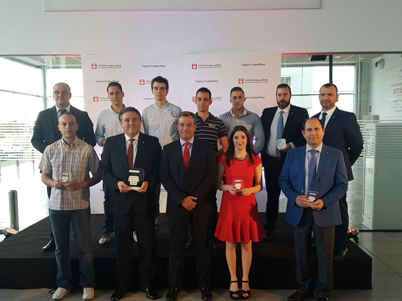 Toyota Ciudad Real recibe el Premio Ichiban de manos del presidente de Toyota España