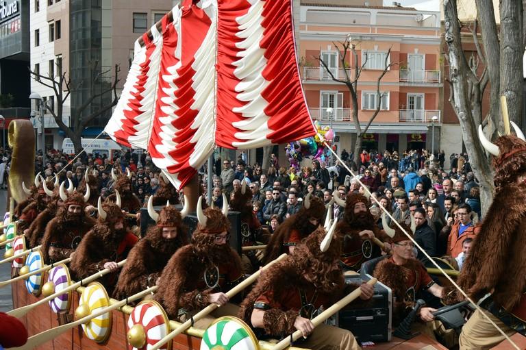 3.400 personas desfilarán en el Concurso Nacional de Carrozas y Comparsas del Domingo de Piñata