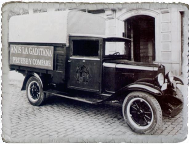 Una de las primeras camionetas de reparto de la empresa.