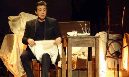Magistral actuación del cantaor flamenco Juan Valderrama en el Patio de Comedias