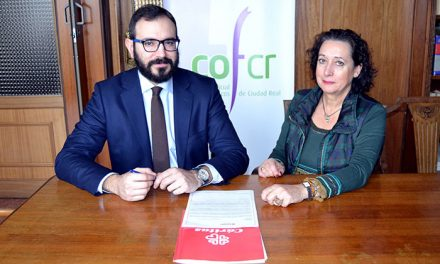 El Colegio de Farmacéuticos de Ciudad Real dona mil euros a Cáritas Interparroquial de Ciudad Real