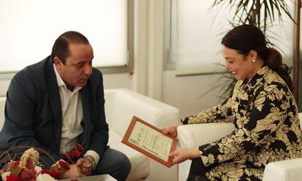 La Revista Ayer&hoy hace partícipe a la alcaldesa de Ciudad Real del premio nacional otorgado por la AEEPP