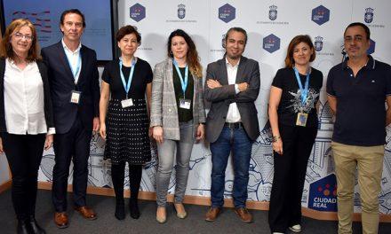 El IMPEFE convenia con la Asociación Regional de Guías Turísticos la realización de las visitas por la ciudad