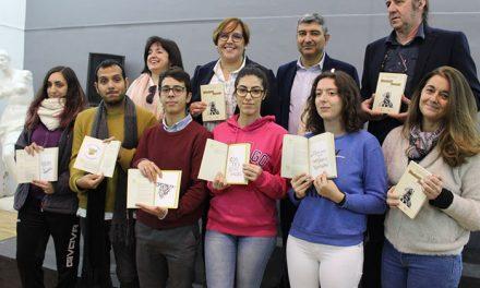 El Gobierno regional felicita al alumnado de la Escuela de Artes 'Pedro Almodóvar' de Ciudad Real por su creativa ilustración de la Constitución