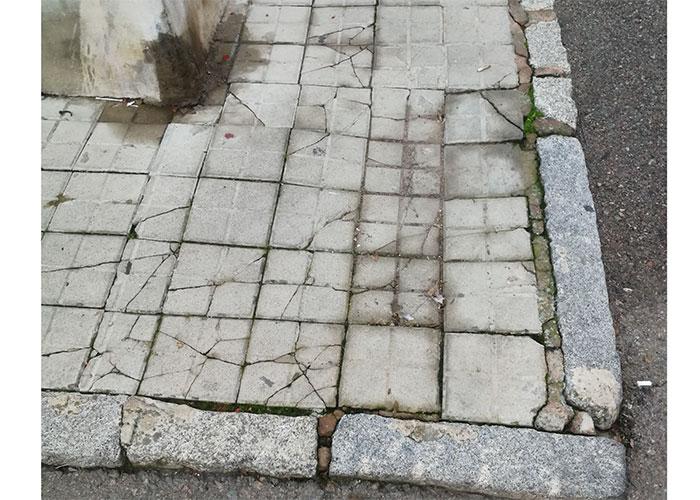 """La Comunidad de Propietarios de la Barriada de Pío XII reclama soluciones ante el """"precario estado de conservación"""" del barrio"""