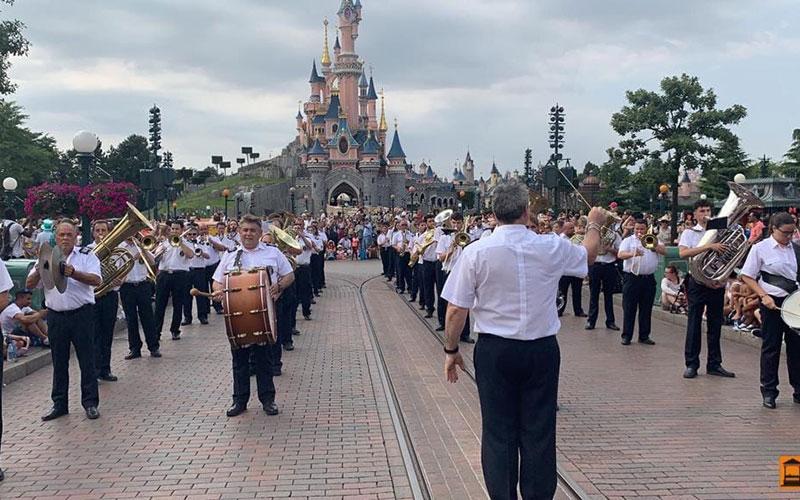 """La Banda Municipal de Música de Daimiel """"recordará siempre su actuación en Disneyland"""""""