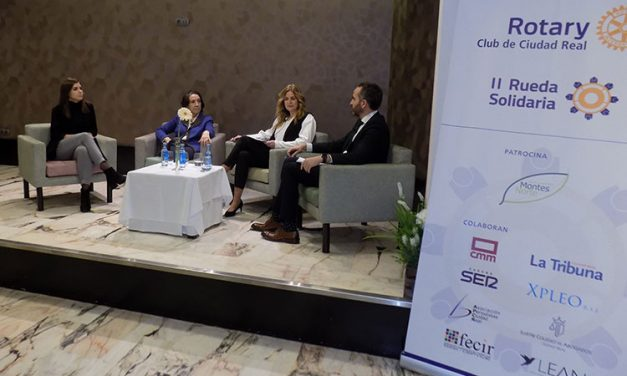 La periodista Victoria Prego participó en la mesa redonda con motivo de la II Rueda Solidaria del Club Rotario de Ciudad Real