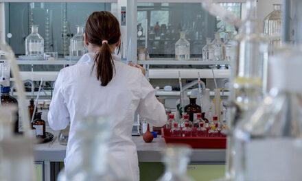 La AECC entrega 107 ayudas para la investigación en cáncer por un total de 13 millones de euros