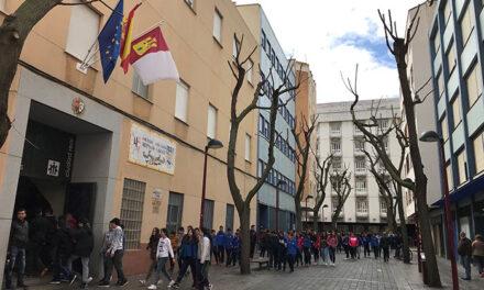 Alumnos del colegio salesiano Hermano Gárate 'apadrinan un negocio' para ayudar al comercio local