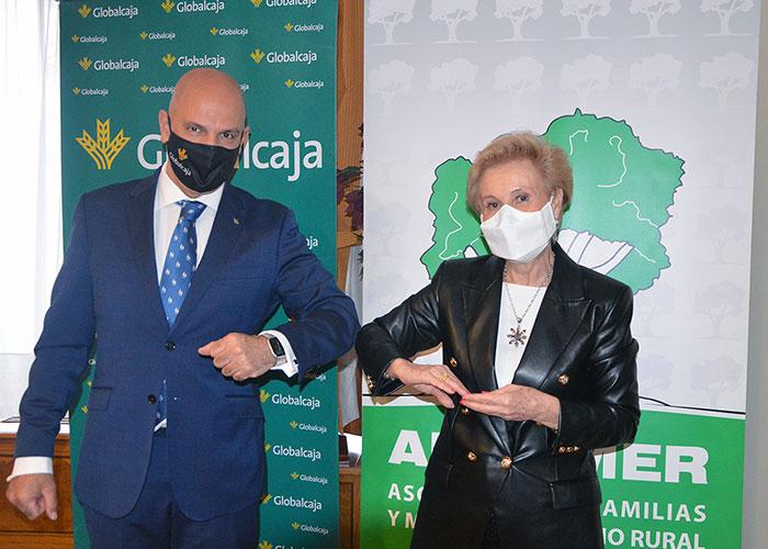 GLOBALCAJA y AFAMMER renuevan su acuerdo para impulsar a las mujeres rurales y a sus familias