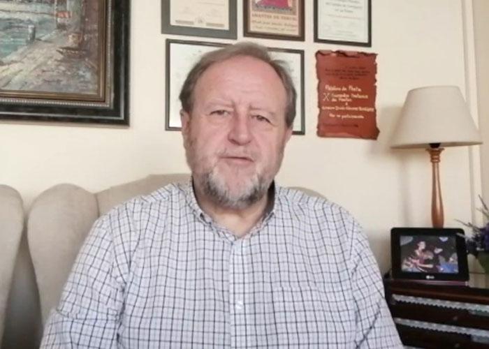 Alfredo Sánchez, del Grupo Literario Guadiana, publica una colección de sonetos 'Como el felino ansía la gacela'