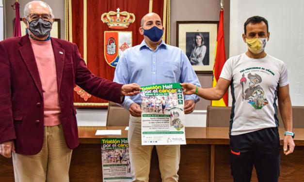El Ayuntamiento de Pozuelo de Calatrava se une al reto de Emeterio Flox en la lucha contra el cáncer