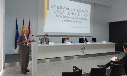 Ciudad Real conoce la iniciativa 'De Español a Español por la Constitución'